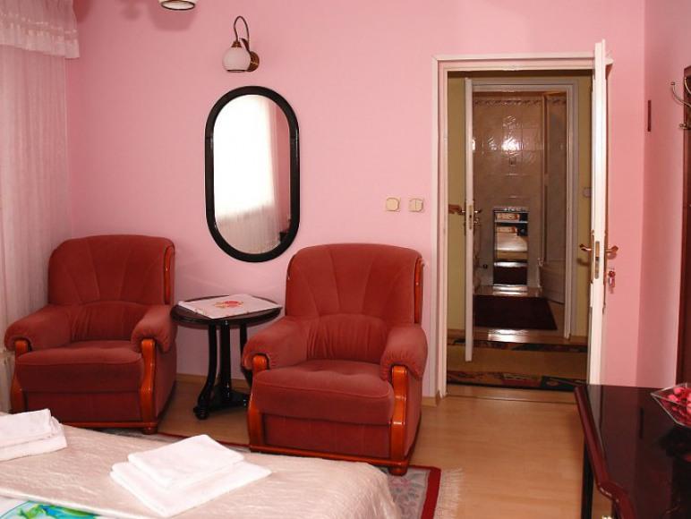 pokój w apartamencie różowym
