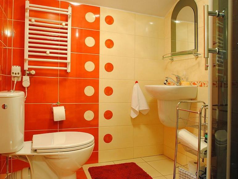 łazienka w pokoju na drugim piętrze