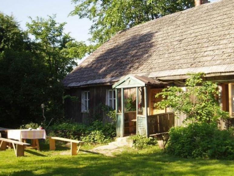 Stary dom z gliny