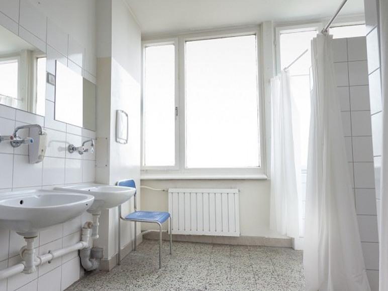 ogólna łazienka na korytarzu