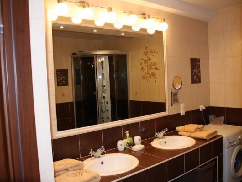 Łazienka z WC na parterze.