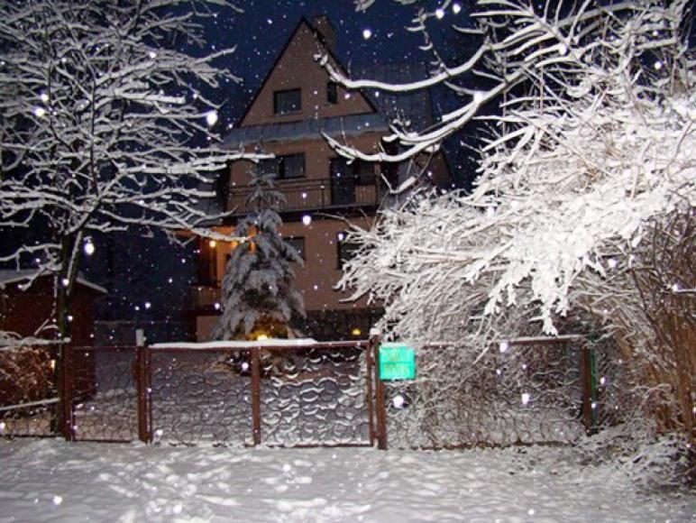 Willa u Furmanków zimą