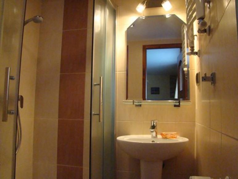 łazienka przy pokoju