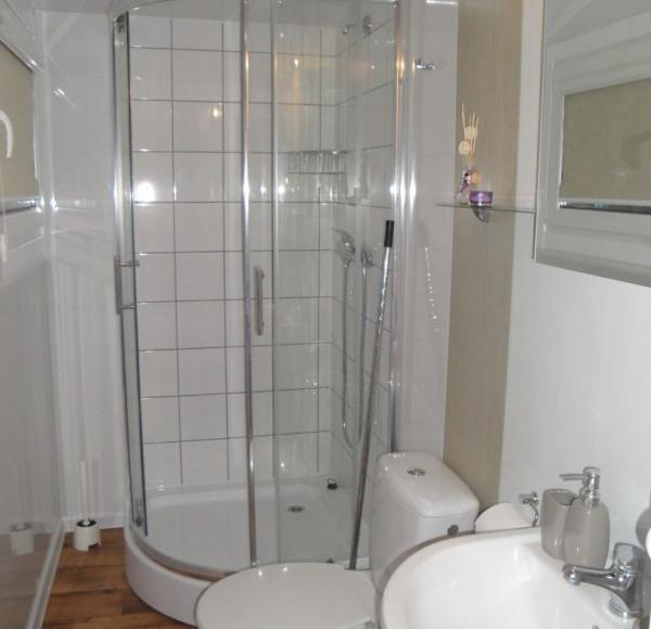 Biały domek - łazienka