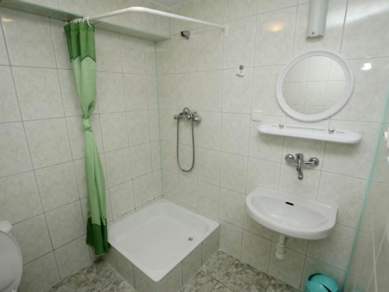 Pokój nr 3- 3 osobowy z łazienką