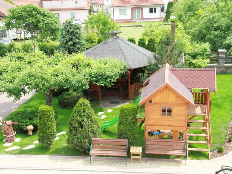 Altanka , domek ze zjeżdzalnią i piaskownicą dla dzieci