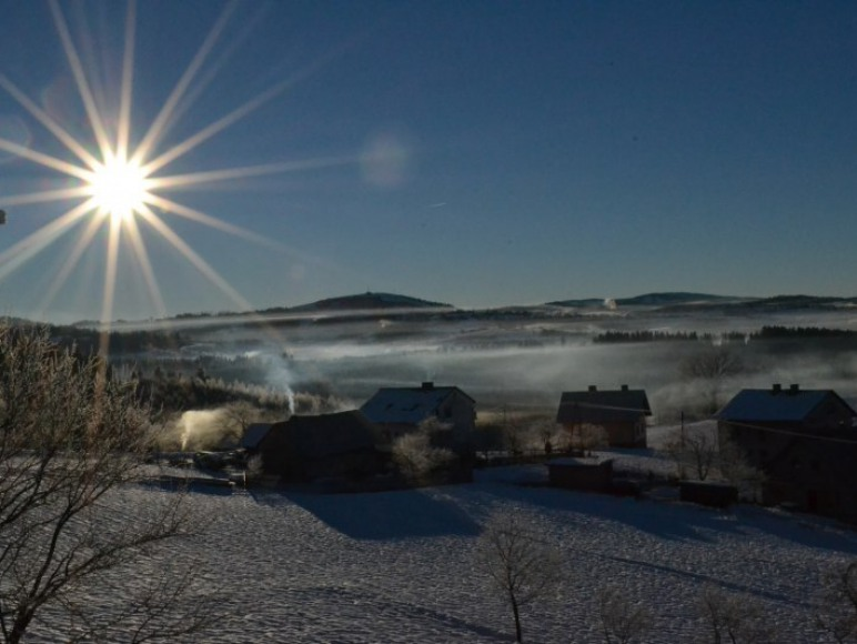 zimowy widok sprzed domu