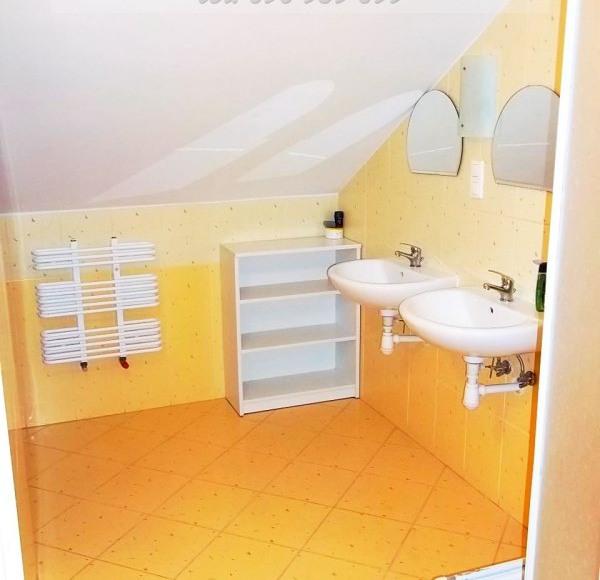 Grucy -łazienka wsólna na górze