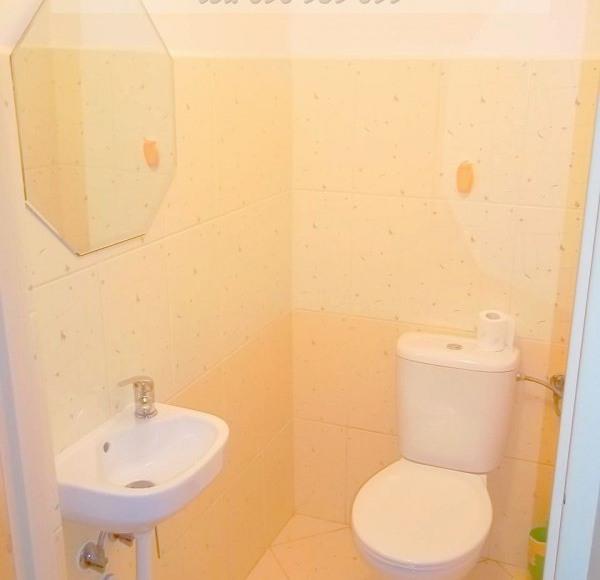 Grucy- toaleta wspólna an górze