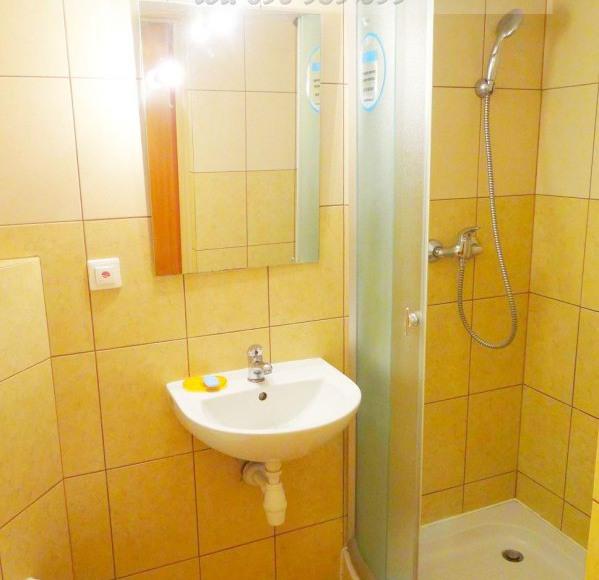 Krajewskiego -łazienka w pokoju na dole