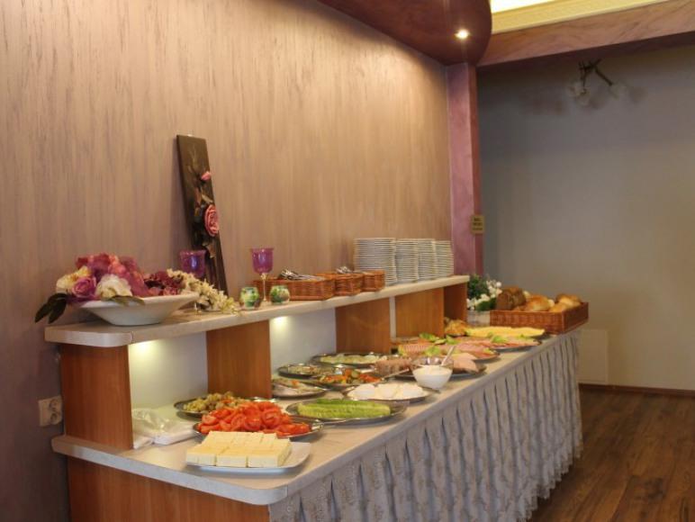 śniadanie na szwedzkim stole