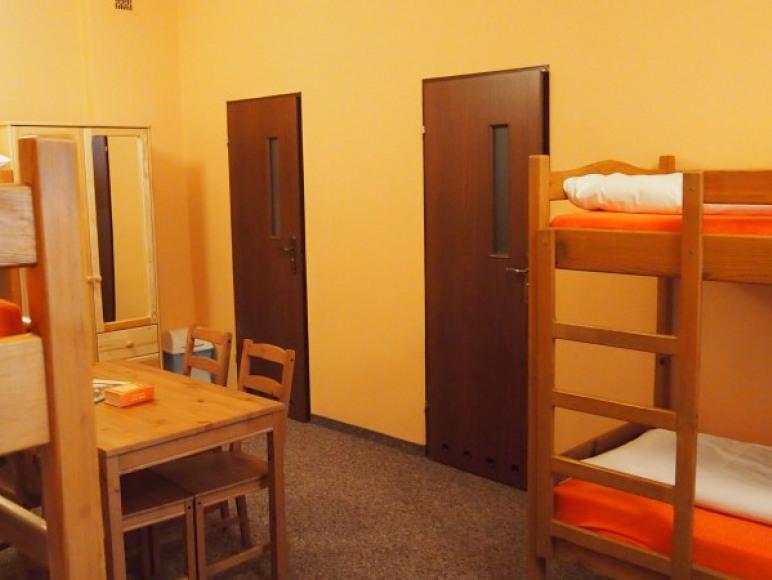 pokój 6-osobowy z dwiema łazienkami