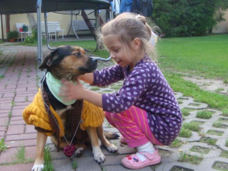 Rino uwielbia dzieci