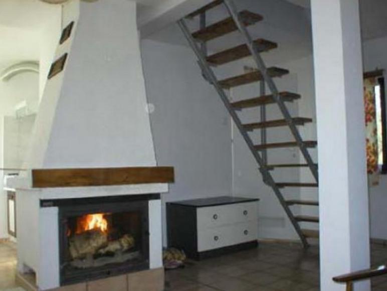 kominek w domku piętrowym