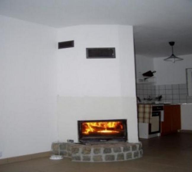 kominek i aneks kuchenny w domku parterowym