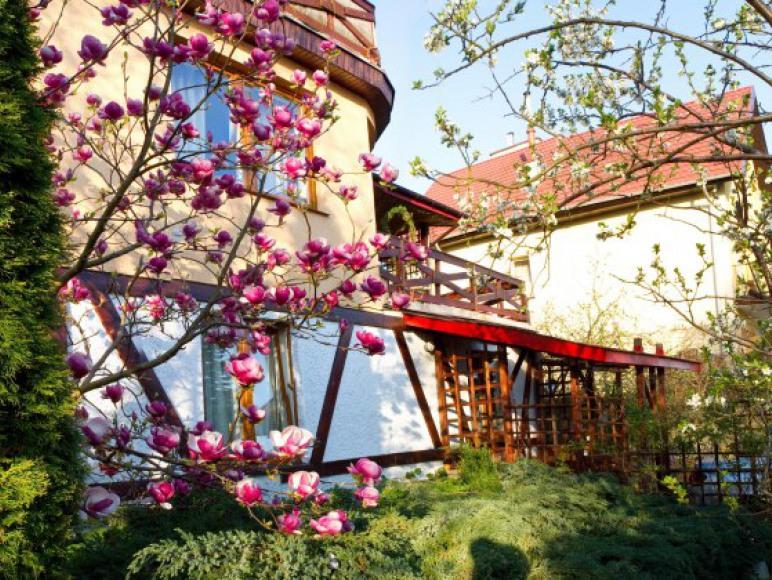 Widok domu od strony jeziora pokoje gościnne nad jeziorem, Jagiełły 11, Ełk