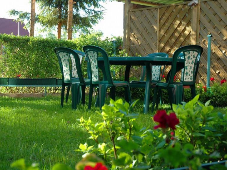 Ogródek. Można odpocząć w ciągu dnia i wieczorem. Mozliwość grilowania.