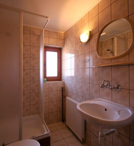 """""""Słoneczny Domek""""-nowe 2-osob. pokoje z łazienkami"""