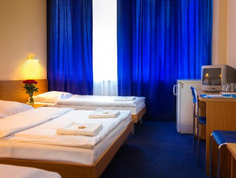 pokój 3-os z łazienką ( DBL+2 SGL)