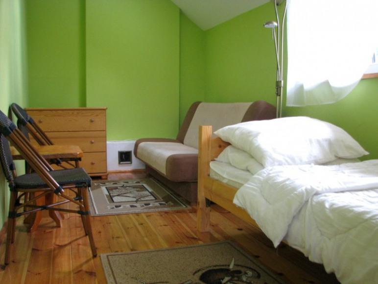Trzyosobowa sypialnia na piętrze