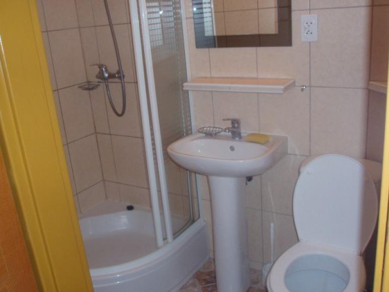 łazienka w pokoju niebieskim