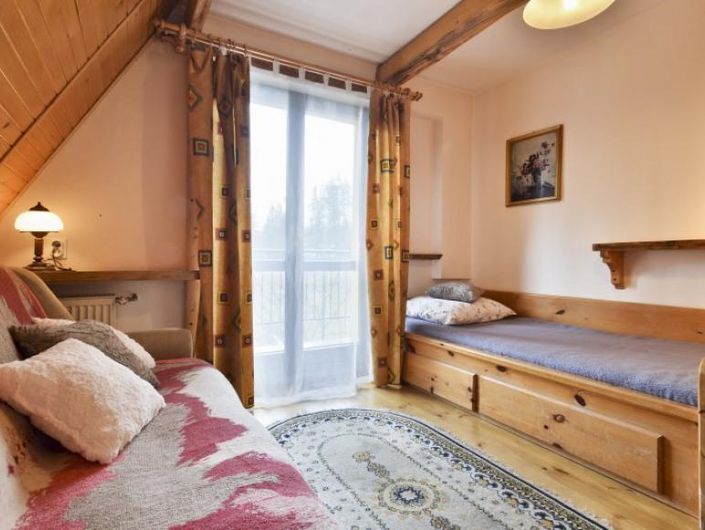 Pok. nr6, 2-3os. z łazienką obok pokoju wspólna na 2 pok., TV, balkon, WiFi