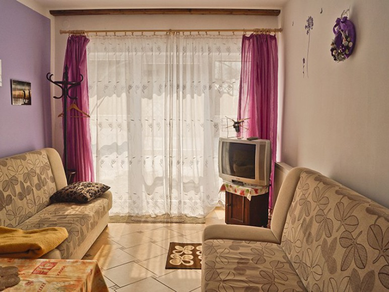 Apartament Lawendowy dwupokojowy z tarasem, łazienka i aneksem kuchennym