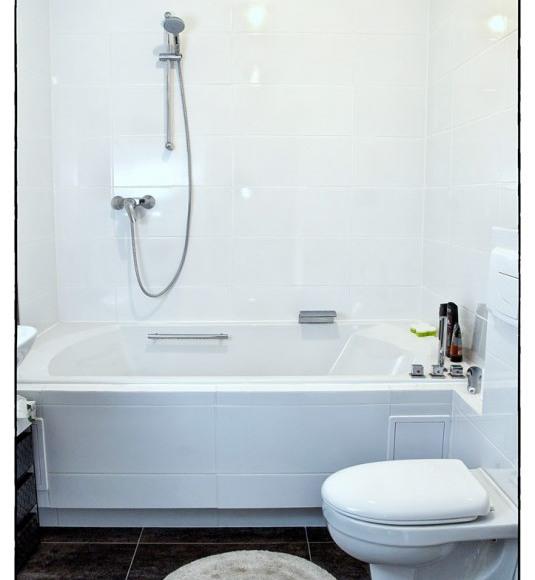 Łazienka - Apartament Limonkowy, wanna dwuosobowa z kabiną prysznicową