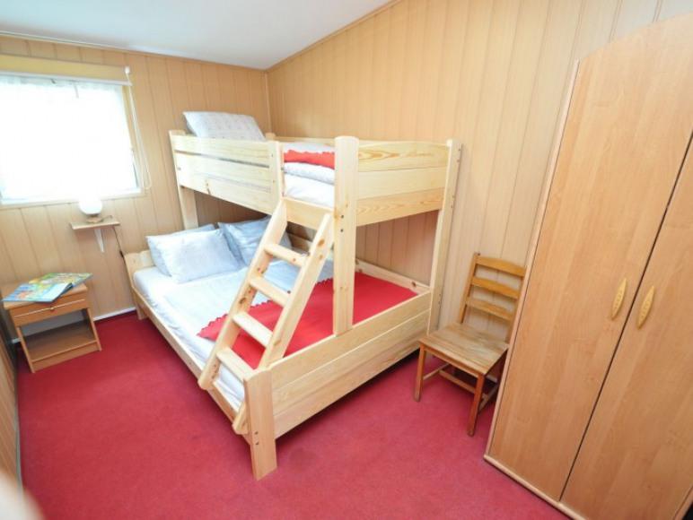 sypialnia -dółłożko 140x200, góra 90x200 cm.