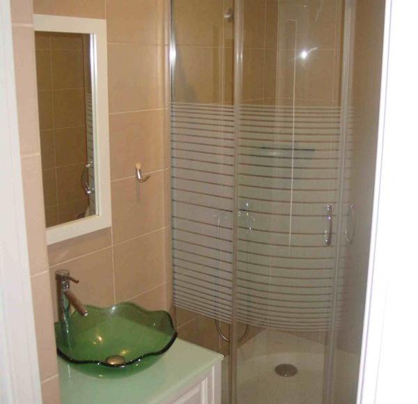 łazienka w pokoju dla 2 osób