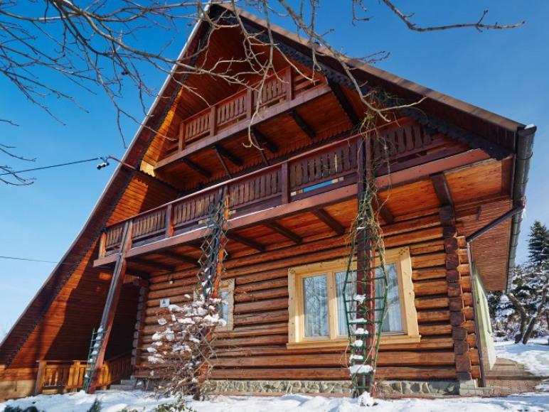 Drewniany dom z bali