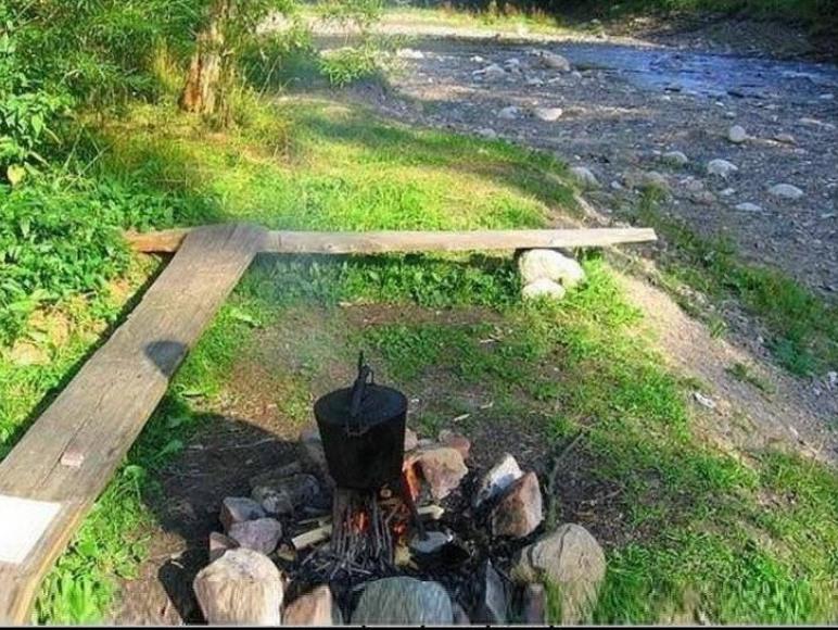 miejsce na ognisko przy rzece Poroniec