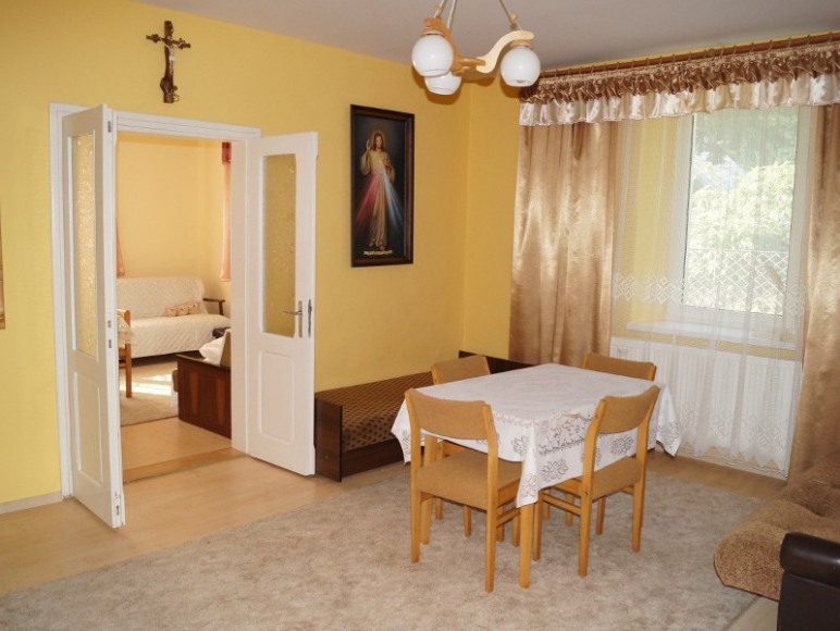 dwa pokoje połączone (pokój 2)