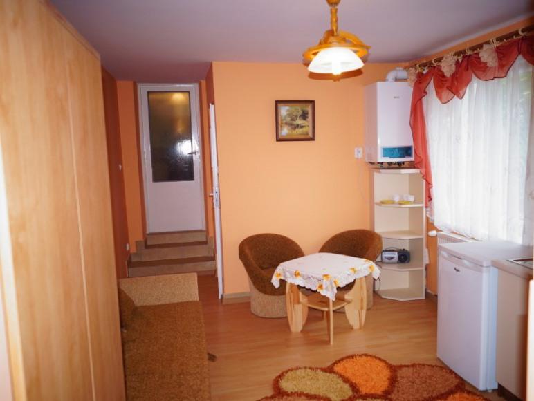 pokój 2-osobowy z aneksem kuchennym i łazienką