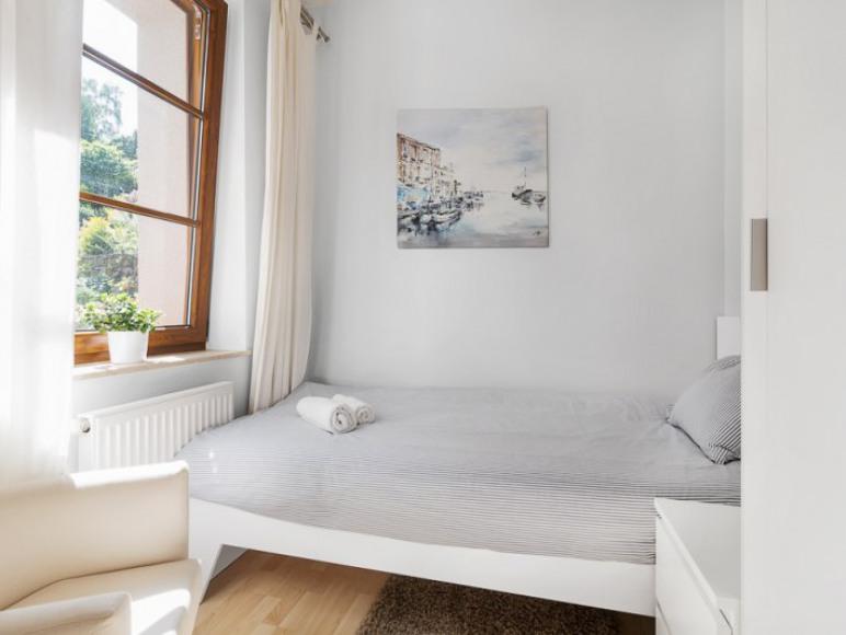 Apartament z ogródkiem - sypialnia jednoosobowa