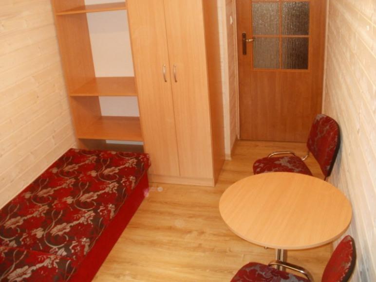 Domek piętrowy - pokój mniejszy.