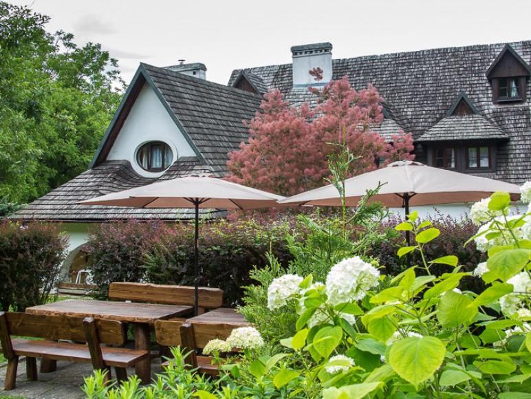 Rajchertówka - dworek z malowniczym ogrodem