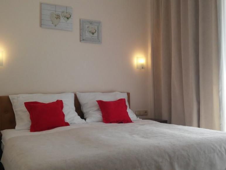 Sypialnia w apartamencie 2 pokojowym