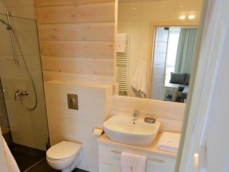 W każdym apartamencie znajdują się dwie łazienki.