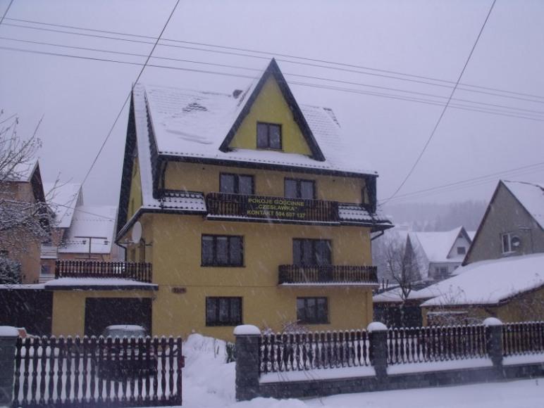 Widok budynku z ulicy.