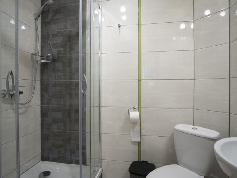łazienka w pokoju 3 os