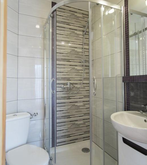 łazienka w pokoju 4 os