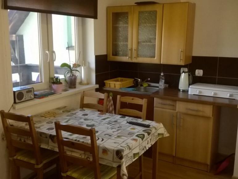 Aneks kuchenny w małym mieszkaniu.