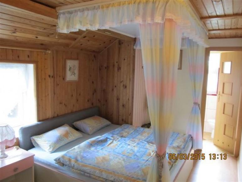 dom nr2 sypialnia 2-os.z Lazienką na piętrze