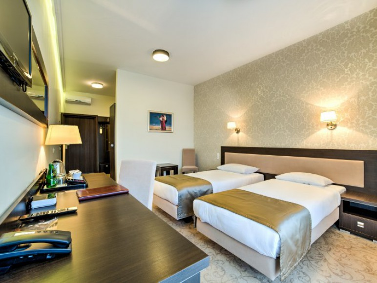 Hotel Luxor****
