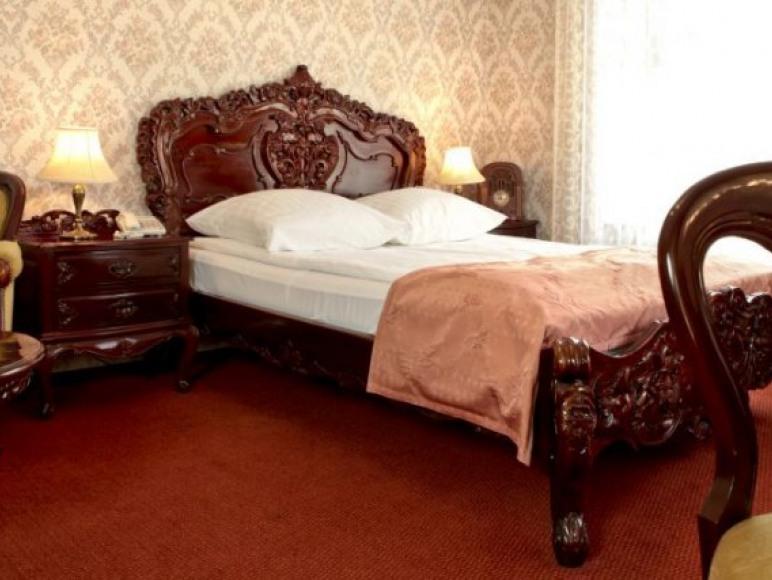 Pokój dwuosobowy z łożem
