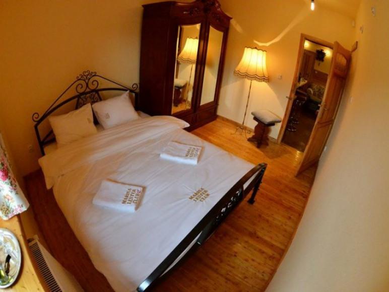 Sypialnia w apartamencie Jack Daniels