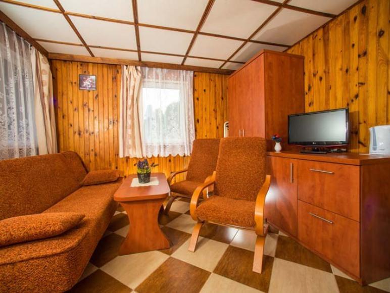 Pokój dzienny w domku 2 pokojowym