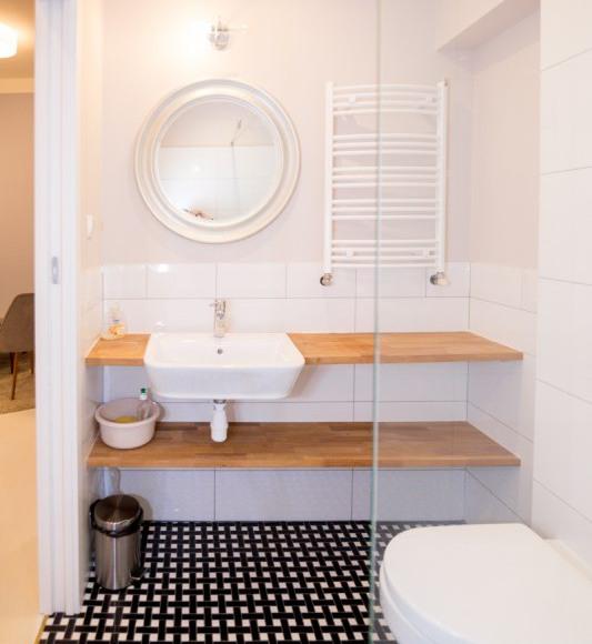 pokój czteroosobowy nr 2 (łazienka)