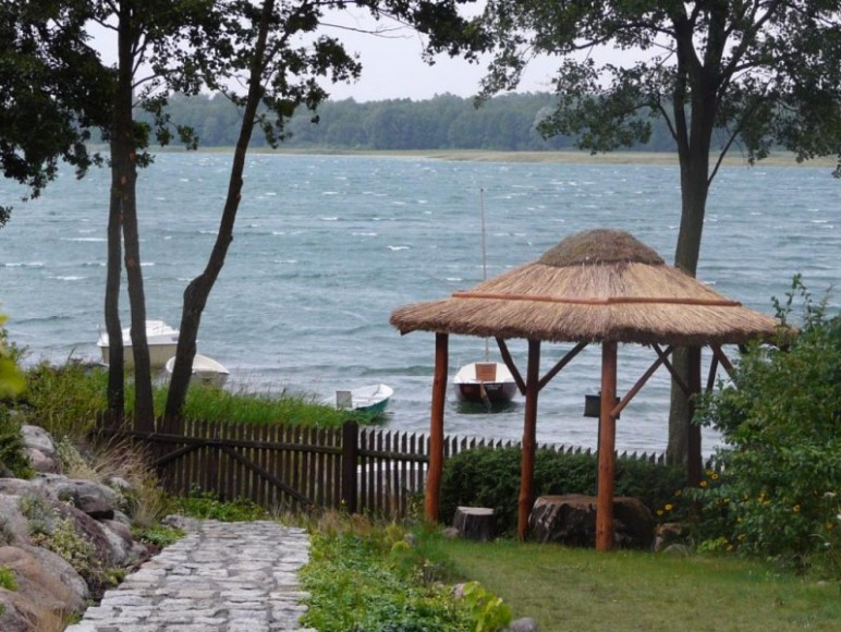altanka i widok na jezioro powidzkie
